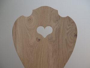 Schalenstuhl mit Herz aus Eiche