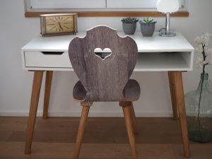 Schreibtischstuhl aus Holz in Altholz in 3D-Design