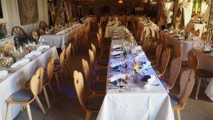 Suessholz Herzerlstühle auf Hochzeit