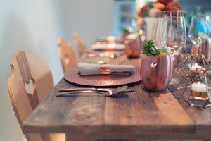 Süssholz Stühle am Küchentisch mit Munich Mule