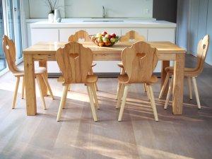Bulthaup Küche B1 mit Holzstühlen