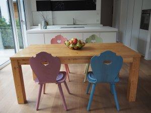 Bulthaup Küche B1 mit Holzstühlen im Alpendesign