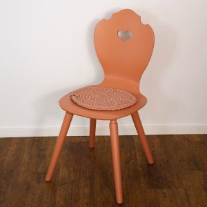 SÜSSHOLZ Stuhl mit Red Earth lackiert