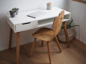 Eiche Herzerlstuhl im modernen Büro im Scandi Design