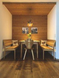 SÜSSHOLZ Herzerlstühle in Tirol bei Meusburger Ferienwohnungen