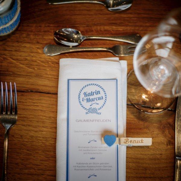 Individuelle Holzklammer für Hochzeit als Tischdekoration