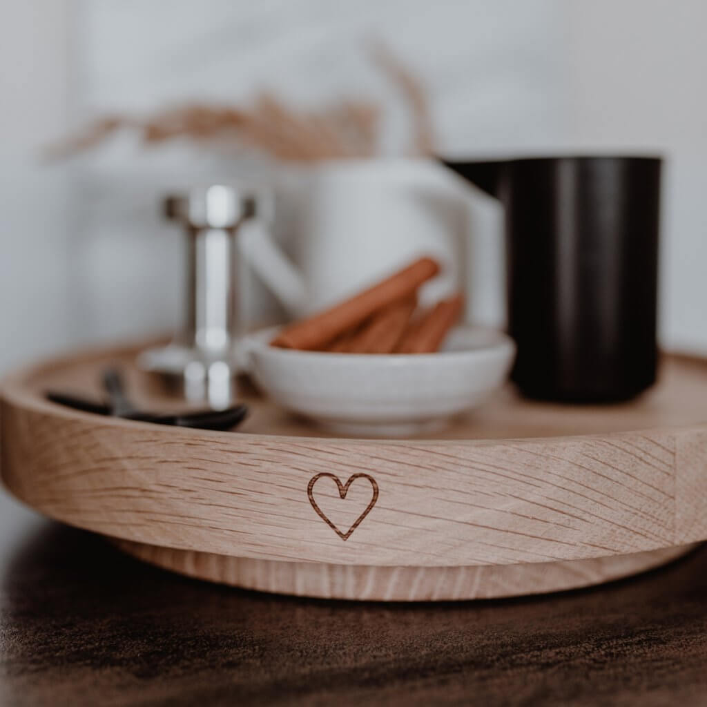 Holzdrehteller aus Eiche mit Herz
