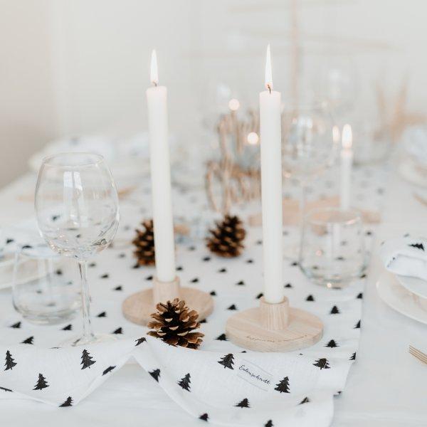 Kerzenständer aus Holz im Scandi Style mit Weihnachtsdeko